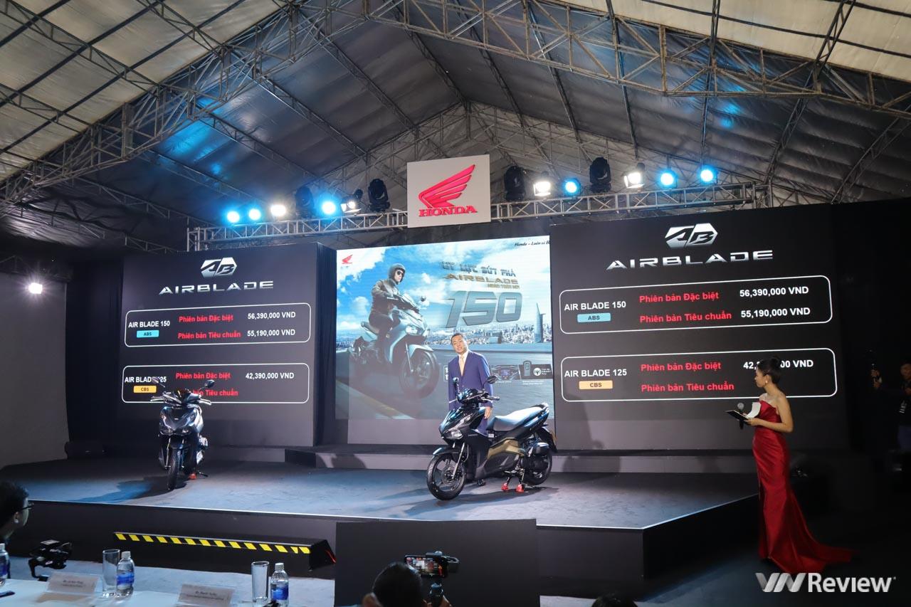 Honda Air Blade 2020 ra mắt: đã có bản 150cc, phanh ABS, sạc điện thoại, đồng hồ Full LCD, chìa khóa smartkey chống trộm, giá từ 41,19 triệu đồng tại Việt Nam
