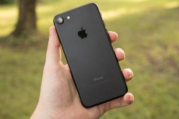 Đã có kết quả về lượng bức xạ phát ra từ smartphone của Samsung và Apple