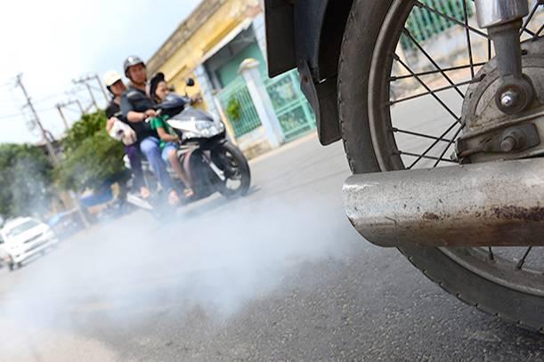 Vì sao đến giờ xe máy vẫn 'vô tư' xả khí thải ô nhiễm ra môi trường?