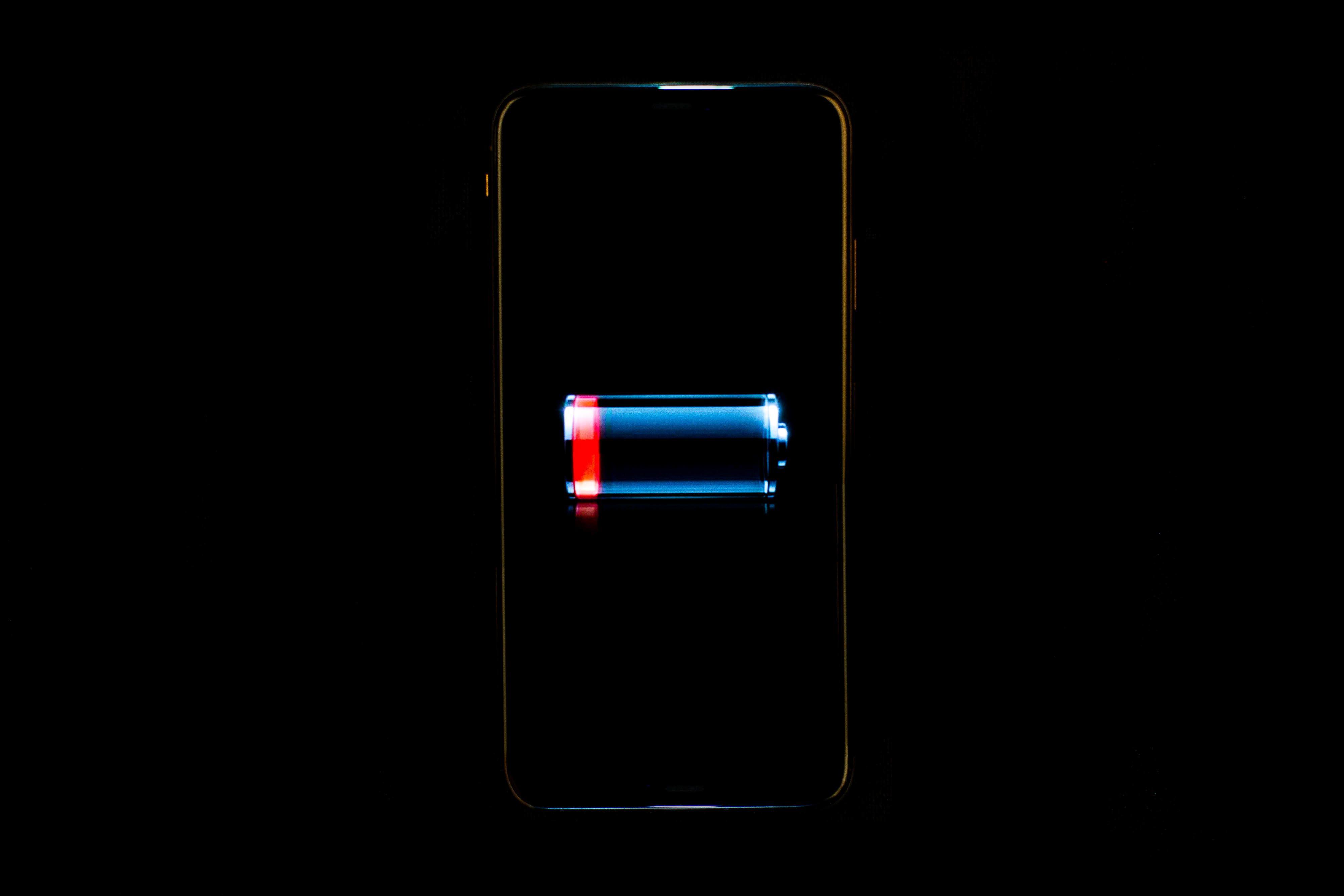 Điều gì xảy ra với pin smartphone khi sạc nhanh?