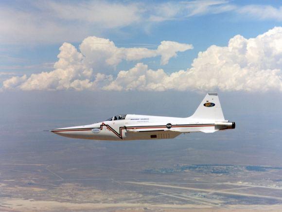 Có thể xem Northrop F5-E là một bản thử nghiệm của X-59. Phần mũi có thiết kế như mỏ của chim bồ nông giúp làm giảm âm lượng của tiếng nổ siêu thanh mà con người có thể nghe được từ mặt đất. (Ảnh: NASA)