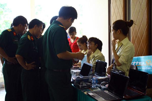Quân nhân và người thân được mua laptop giá ưu đãi