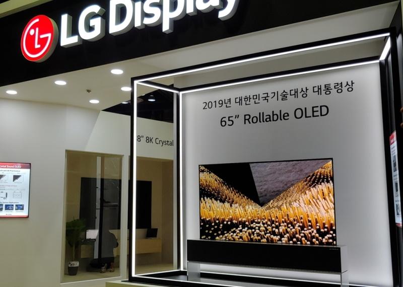 Với Samsung và LG, đi theo công nghệ OLED là lựa chọn bắt buộc để sinh tồn