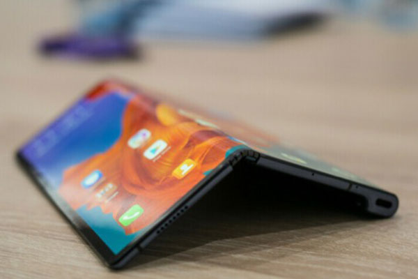 Thay màn hình Galaxy Fold, Huawei Mate X, Motorola Razr hết bao nhiêu tiền?