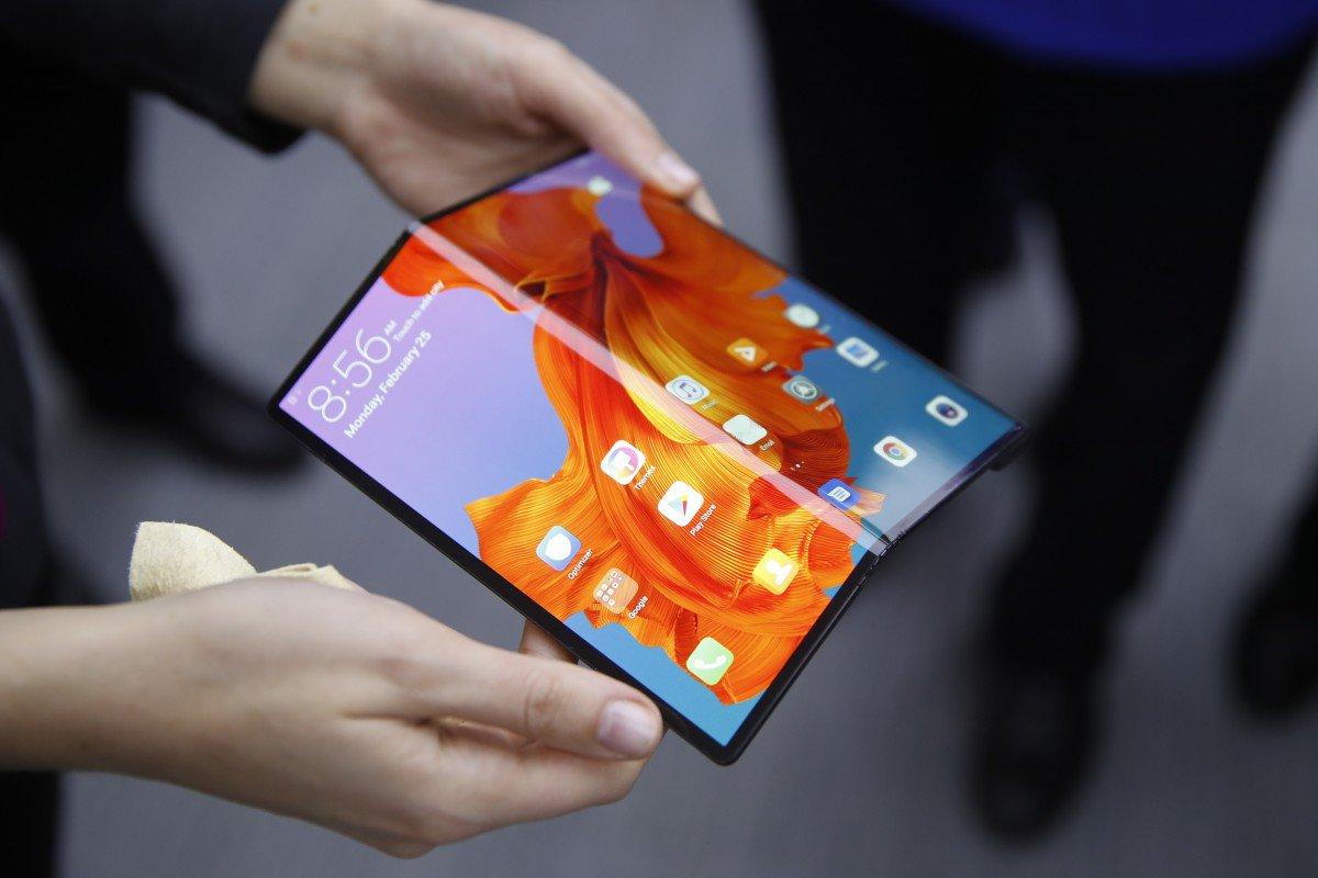 Sứ mệnh thực sự của Galaxy Fold: 'Dụ' Xiaomi và Huawei mua màn hình gập của Samsung