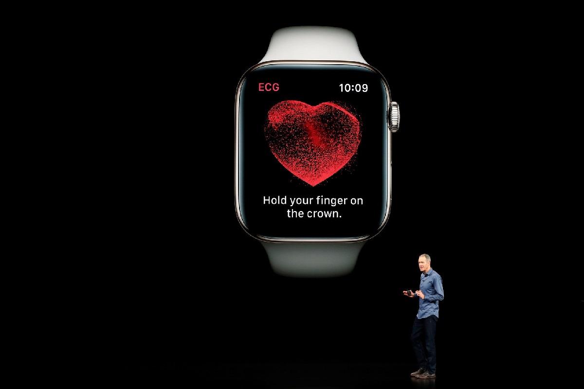 Jeff Williams, chuyên viên của Apple, đang giới thiệu tính năng theo dõi sức khỏe trên Apple Watch 5 hồi tháng 9/2019 (Ảnh: Stephen Lam/Reuters)