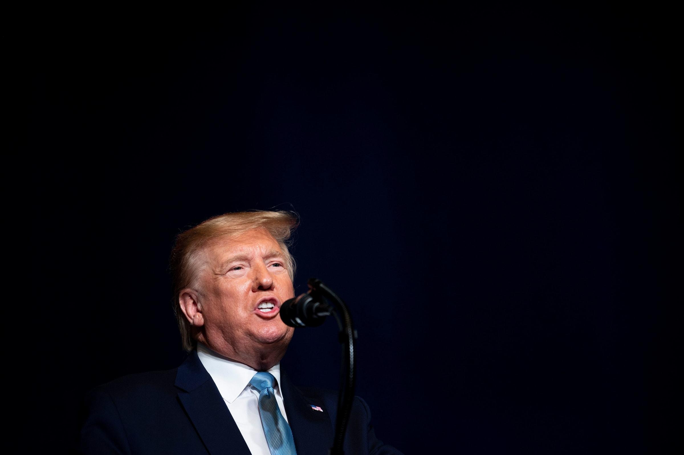 Tổng thống Donald Trump: Quốc hội Mỹ hãy cập nhật các chỉ đạo của tôi qua Twitter nhé!