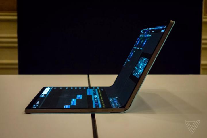 [CES 2020] Intel ra mắt concept Horseshoe Bend: PC màn hình gập của tương lai là đây chứ đâu