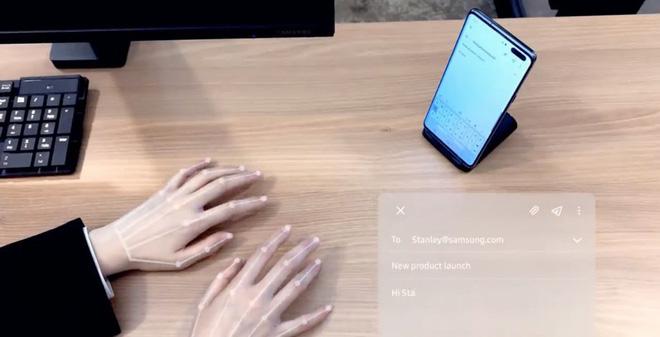 """[CES 2020] Samsung ra mắt bàn phím """"vô hình"""", kết hợp giữa AI và camera selfie của smartphone"""