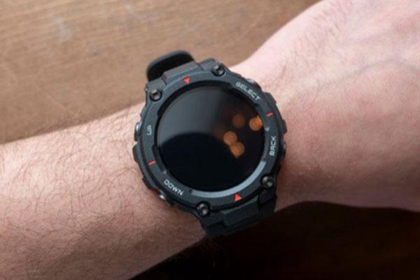 """Amazfit T-Rex: smartwatch """"nồi đồng cối đá"""" đầu tiên của Huami, pin 20 ngày giá 130 USD"""