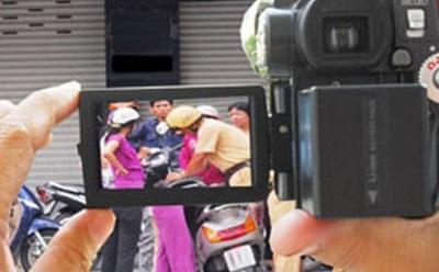 Từ 15/1, người dân có quyền ghi âm, ghi hình CSGT đang làm nhiệm vụ