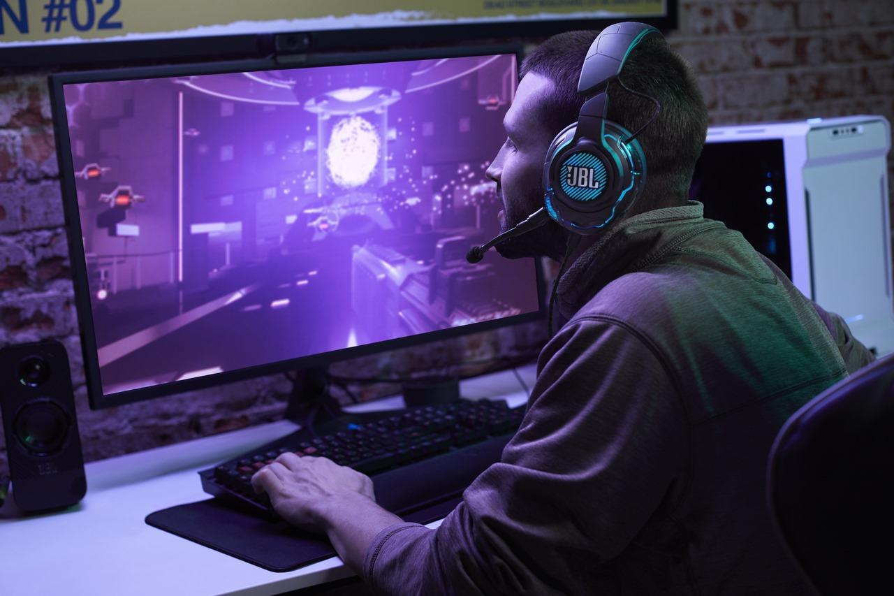 JBL lấn sân sang mảng tai nghe chuyên game với Series Quantum: trang bị âm thanh vòm ảo 7.1 360 độ theo dõi đầu, có thể