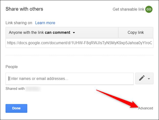 Hướng dẫn cách chuyển đổi chủ sở hữu tập tin trong Google Drive. Theo mặc định, bạn chính là chủ sở hữu của bất kỳ tập tin nào bạn tải lên hay tạo ra trong Google Drive. Tuy nhiên, nếu bạn muốn thay đổi chủ sở hữu của một tập tin sang cho tài khoản khác, thì các thao tác cũng hết sức dễ dàng. Bài viết này sẽ hướng dẫn bạn cách thực hiện. Trước khi bắt đầu, bạn cần hiểu rõ rằng một khi đã thay đổi quyền sở hữu của một tập tin sang cho người khác, bạn sẽ không thể hoàn tác hành động này. Trên thực tế, chủ sở hữu mới có toàn quyền đối với tập tin đó, thậm chí họ còn có thể