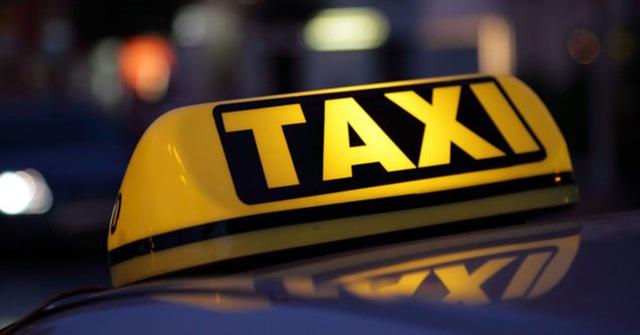"""""""Cuộc chiến"""" taxi truyền thống – taxi công nghệ: Tạm yên chuyện cái """"mào""""!"""