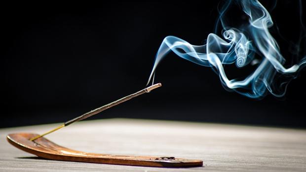 Ngày Tết, lưu ý những tác hại nguy hiểm của khói hương với sức khỏe