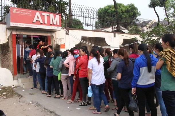 ATM ngày tết có hoạt động, có trả tiền cho khách hay không?