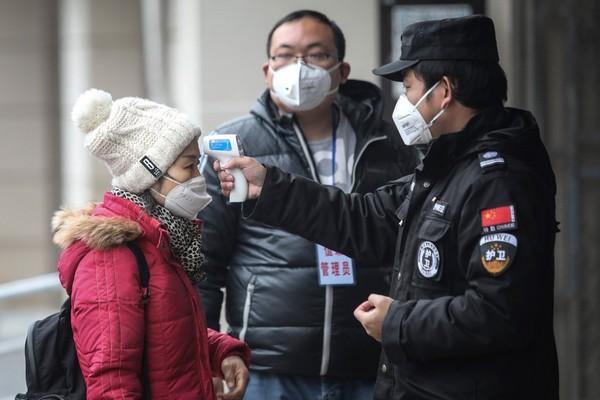 Dân Trung Quốc đua nhau... tải game liên quan đến đại dịch để bớt sợ virus Corona