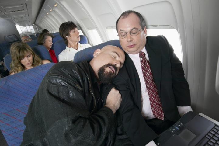 Trở về sau kỳ nghỉ Tết, làm sao để ngủ ngon nhất trên chuyến bay dài hơi?