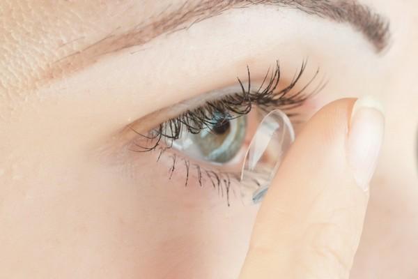 Nghiên cứu thành công kính áp tròng có thể tự làm ẩm giúp người dùng thoải mái hơn
