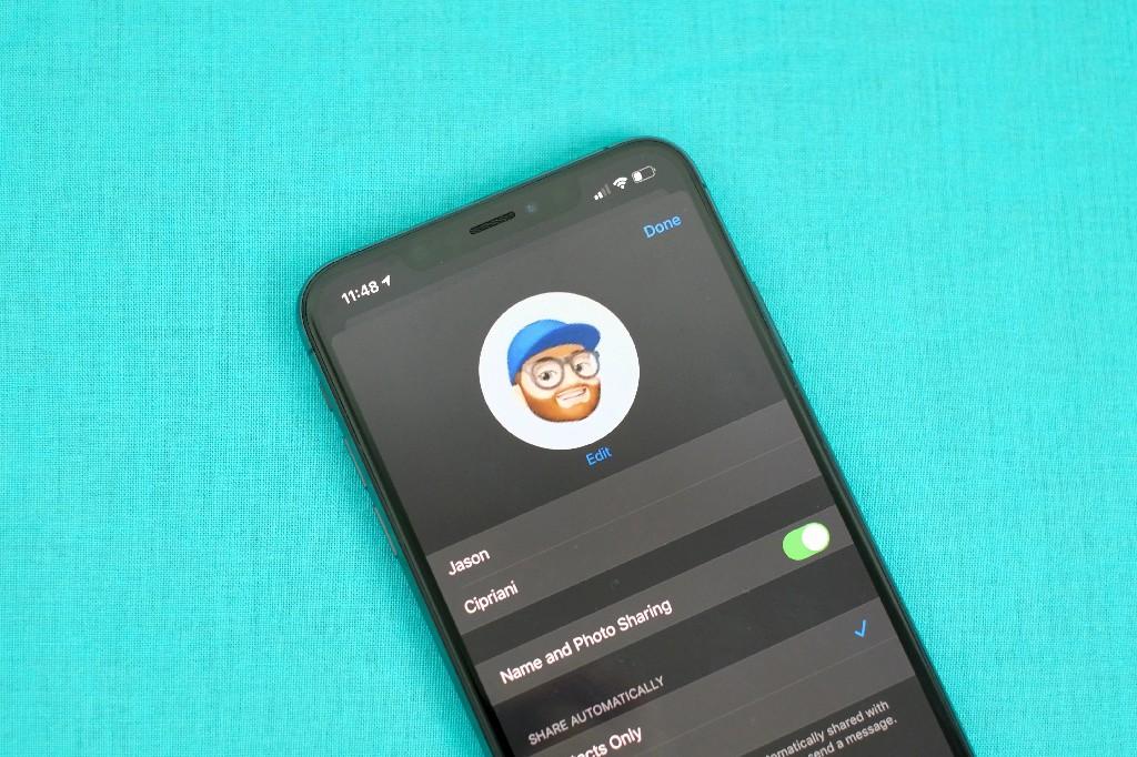 Trang cá nhân trên iMessage cho phép bạn đặt ảnh đại diện (Ảnh: Jason Cipriani/CNET)