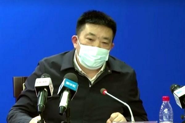 Cư dân mạng bất bình vì các quan chức tỉnh Hồ Bắc, Hồng Kông còn đeo khẩu trang sai cách