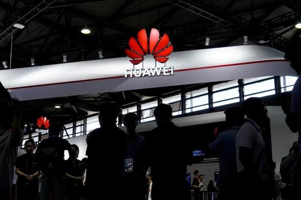 """Sếp Huawei mạnh miệng nói """"không cần"""" Google và cái kết đại diện Huawei phải chữa ngượng"""