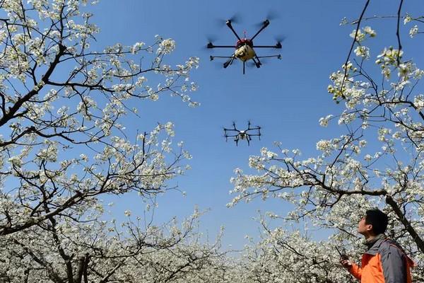 Phòng dịch thời 4.0: Trung Quốc sử dụng drone nhắc nhở người dân đeo khẩu trang