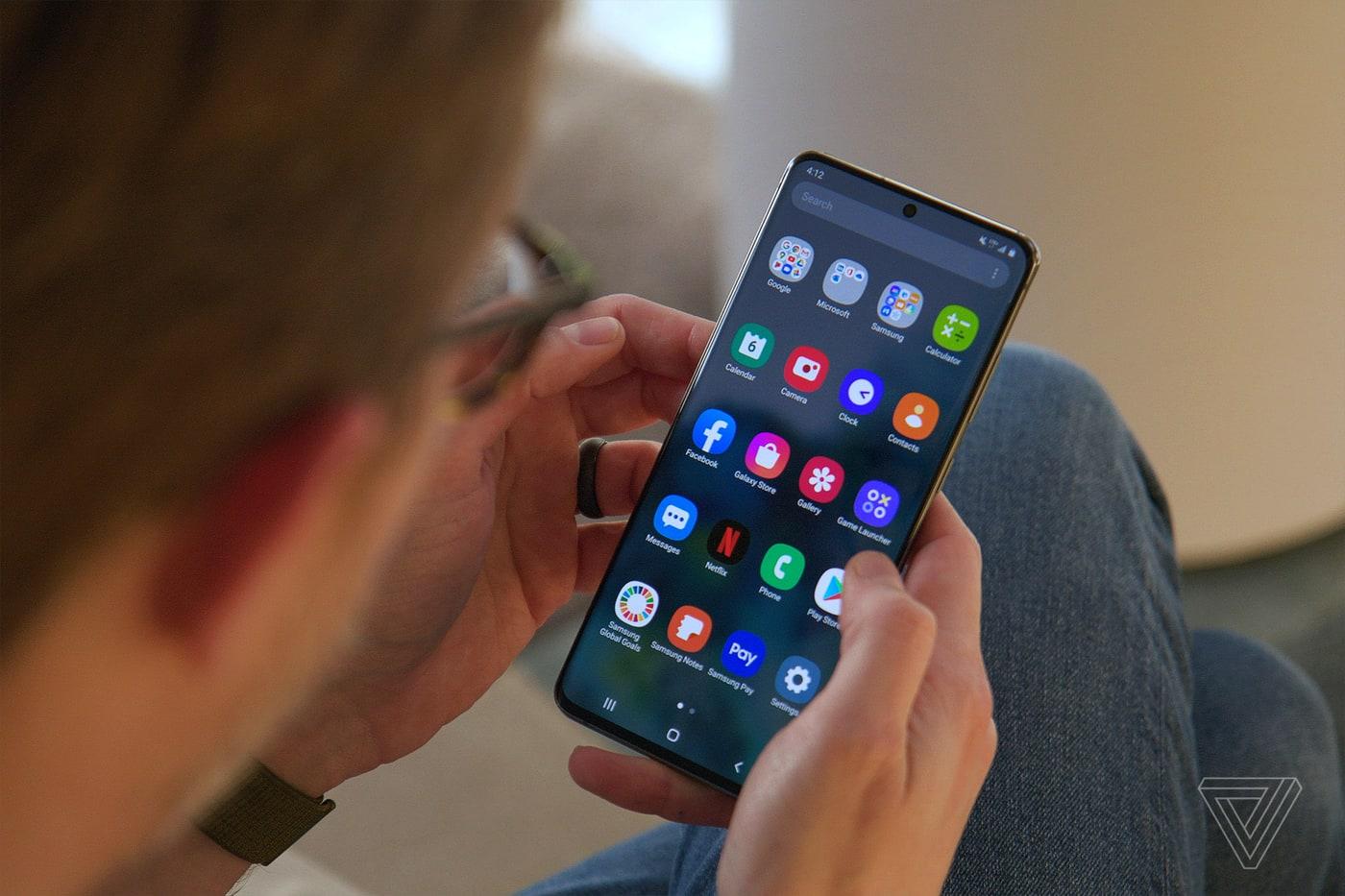 Điện thoại Galaxy S20 sẽ hỗ trợ tính năng hiển thị phụ đề trực tiếp Live Caption của Google