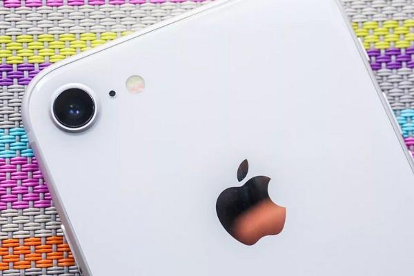 """Tại sao cái tên """"iPhone 9"""" sẽ tốt hơn nhiều so với """"iPhone SE 2""""?"""