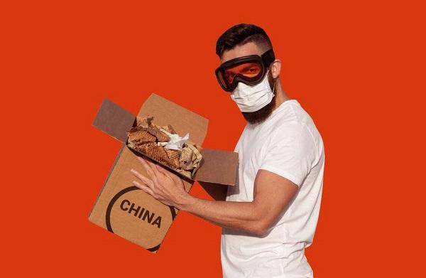 """Bưu kiện gửi từ Trung Quốc có """"dính"""" virus COVID-19 không?"""