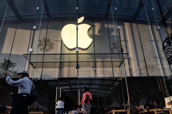 Apple phải trả tiền cho nhân viên vì quy định kiểm tra túi xách