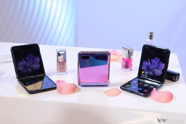 Samsung Galaxy Z Flip cháy hàng tại Mỹ, Hàn Quốc và Việt Nam