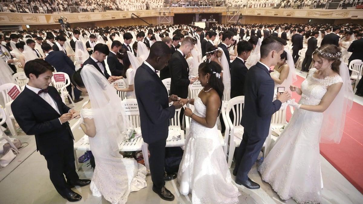 Người dân các nước trên thế giới kết hôn năm bao nhiêu tuổi?