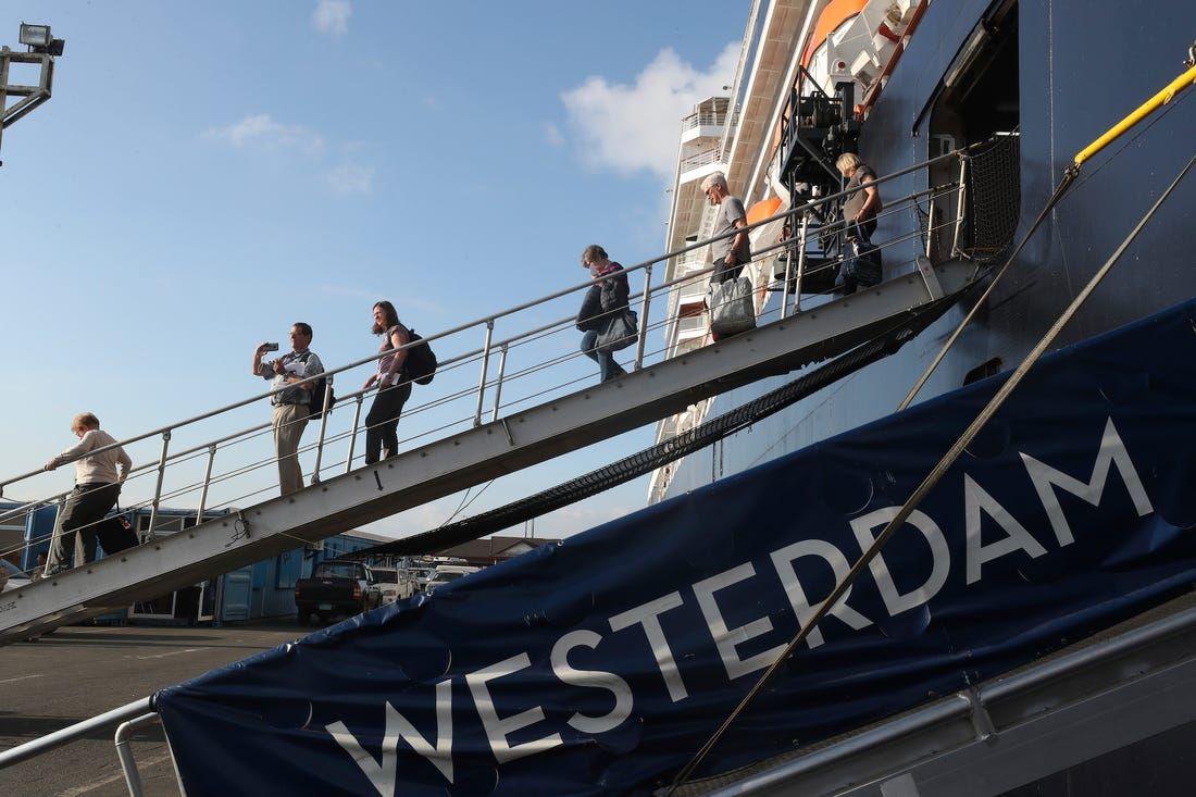 Corona 18/2: Số người tử vong vì virus corona vượt 1800, Thủ tướng Campuchia lên tiếng về tàu Westerdam