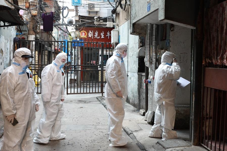 Thanh tra đến từng nhà tìm người nhiễm virus corona ở Vũ Hán
