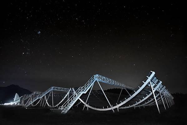 Các nhà khoa học đã tìm ra chu kỳ phát sóng vô tuyến của thiên hà cách chúng ta nửa tỷ năm ánh sáng