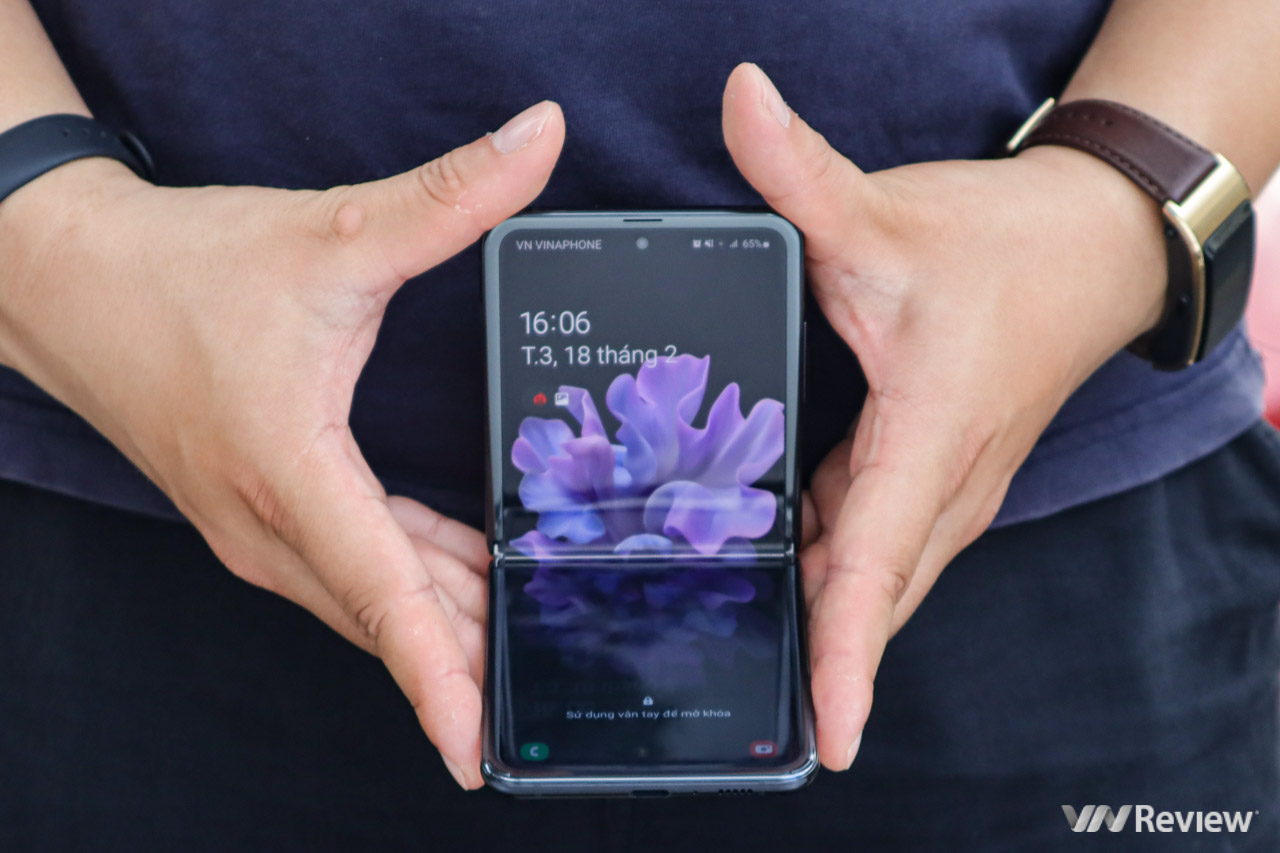 Mở hộp Galaxy Z Flip chính hãng: Vừa mở xong đã hết hàng lần 2