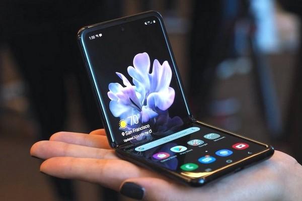 iFixit mổ bụng Galaxy Z Flip: Cơ chế chống bụi của máy không hoàn hảo như Samsung nói