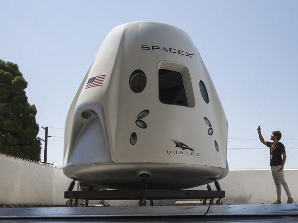 SpaceX sẽ chính thức đưa du khách lên vũ trụ từ năm 2021