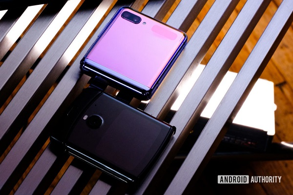 Samsung Galaxy Z Flip và Motorola RAZR: Ai hơn ai?