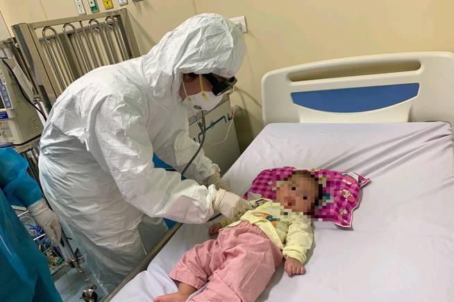 Bệnh nhi 3 tháng tuổi nhiễm Covid-19 - ca bệnh nhỏ tuổi nhất Việt Nam chính thức xuất viện