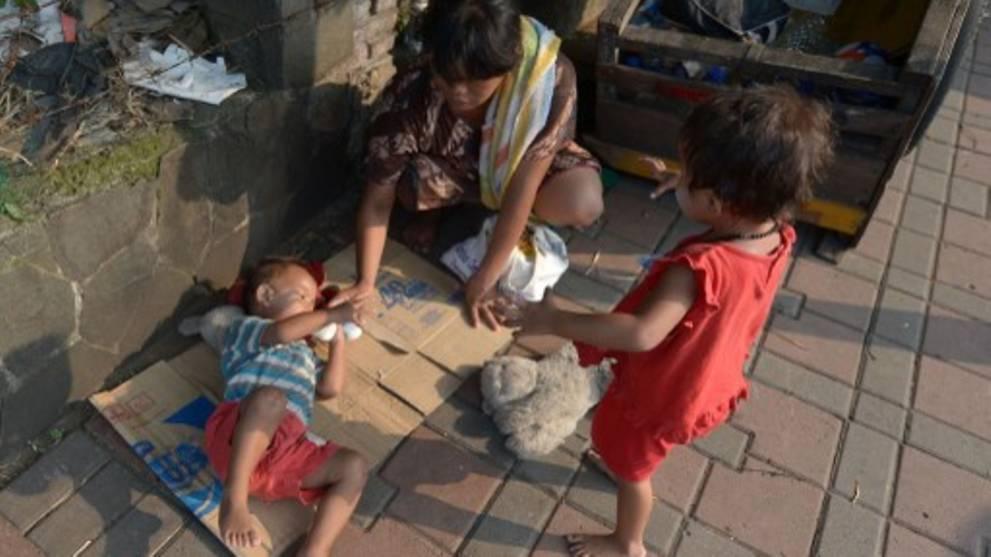Bộ trưởng Indonesia kêu gọi người giàu lấy người nghèo để… giảm tỉ lệ đói nghèo