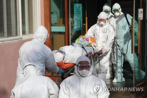 Hàn Quốc choáng váng vì số người nhiễm nCoV tăng vọt, 2 trường hợp tử vong