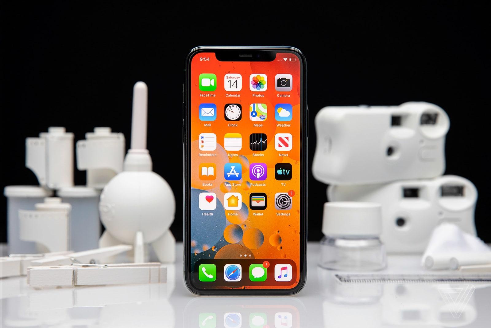 """iOS 14 là cơ hội để Apple từng bước dỡ bỏ """"bức tường thành"""" giam cầm iFan"""