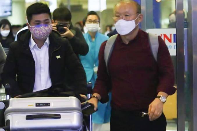 Vì sao HLV Park Hang Seo không bị cách ly dù vừa trở lại từ Hàn Quốc?
