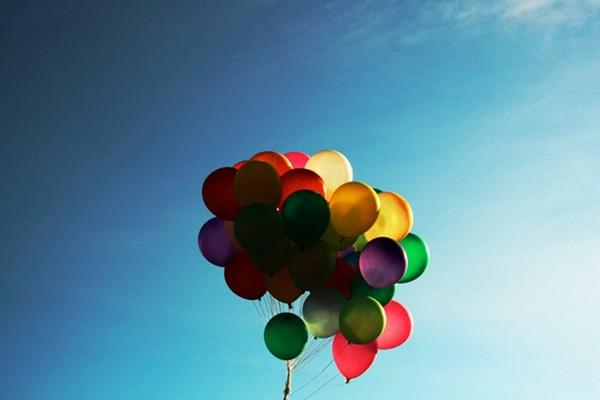 Tại sao chúng ta nên dừng ngay việc thả bóng bay lên bầu trời?