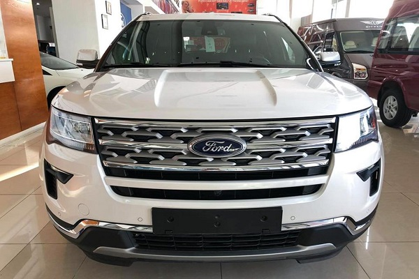 Giá Ford Explorer chạm đáy mới, lần đầu dưới 2 tỷ đồng
