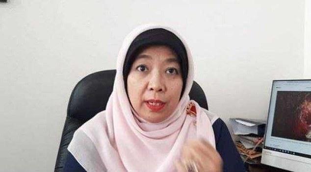 """Indonesia dậy sóng vì phát biểu """"phụ nữ có thể mang thai nếu bơi chung bể với đàn ông"""""""