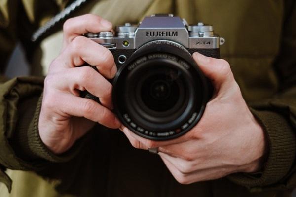 Fujifilm ra mắt máy ảnh flagship mới nhất X-T4: IBIS, pin lớn hơn cùng màn trập mới