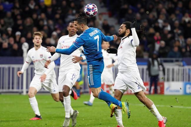 Juventus đang 'toang', Ronaldo chủ động ngã kiếm penalty nhưng nhận cái kết 'đắng lòng'